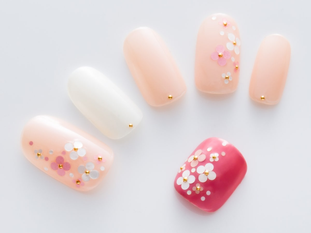 ネイルデザイン ピンク 白