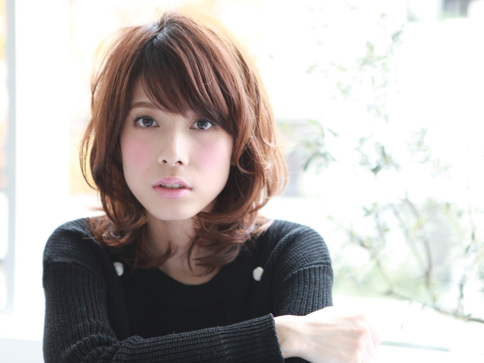 最新のヘアスタイル 髪型 40代 セミロング  40代 髪型 女性 セミロング