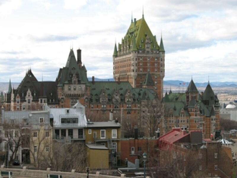 古城を髣髴させるフェアモント・シャトーフロントナックを中心とした圧倒的な町並みが魅力のケベックシティ