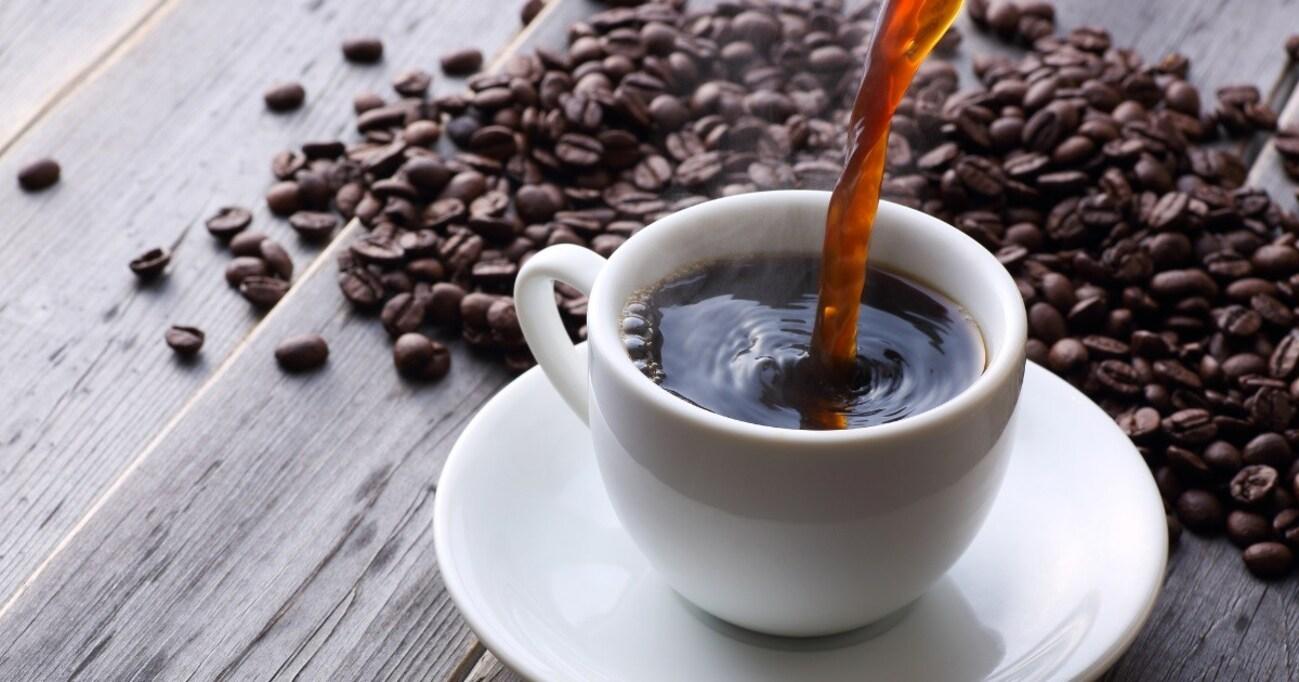 なぜ毎日コーヒーやエナジードリンクが飲みたくなる? 薬物としてのカフェインの真実に迫る