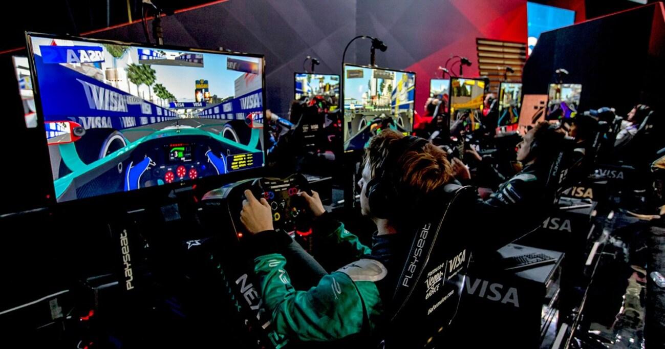新春のラスベガスで、現役レーシングドライバーがゲーマーに負けた!?