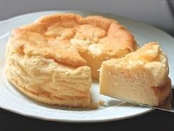 混ぜて焼くだけ!3つのおいしさがマジックケーキ