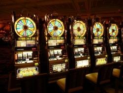 借金しても自覚なし、「ギャンブル依存症」に注意