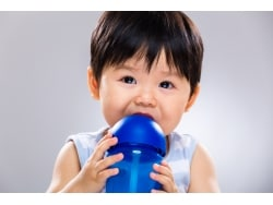 赤ちゃん・乳児!夏の水分補給のやり方と目安や頻度
