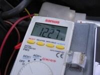 原因は電圧?車のバッテリー寿命の見極め方