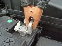 自動車トラブルで役立つ!バッテリー交換の裏技