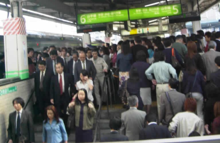 電車で立っているだけで、エクササイズ!?