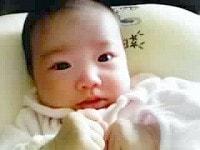 首のすわる前の赤ちゃん