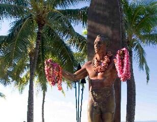 ハワイらしいレイのプレゼントをしよう
