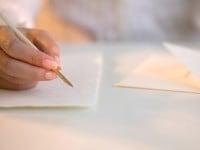両親やゲストに感動を 花嫁の手紙