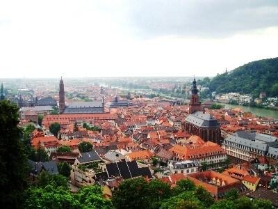 中世の面影を残すハイデルベルク。水と緑に潤う美しい町並みはため息もの。