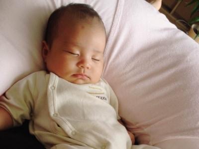 生後2ヶ月、活動の時間と休息の時間を分ける
