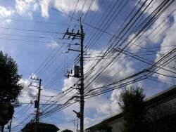 敷地の前の邪魔な電柱は動かせるの?
