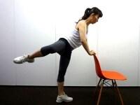 股関節を動かしてアクセサリーマッスルを刺激!
