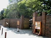 駒込、寺社と庭園と商店街が入り混じる街