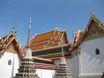 細密な装飾が施されている仏塔も安置されていて、タイの仏教美術も堪能することができる