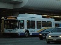 ターミナルを走るLAXシャトル