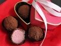 バレンタインに贈るストロベリーチョコレートトリュフ