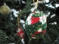 エッグクラフトで作るクリスマスツリーのオーナメント
