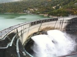 高さ日本一を誇る「黒部ダム」