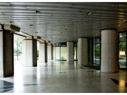 ピロティ形式のマンションが地震に弱い理由