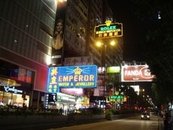 香港の顔!世界中から集まる複合ビル「重慶大厦」