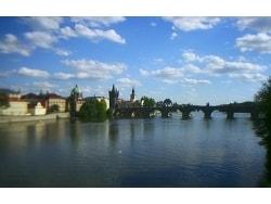 プラハ最古の美しい石橋「カレル橋」