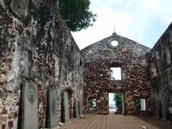 廃墟の裏にはザビエル像!丘の上のセントポール教会