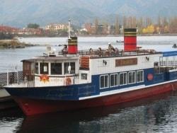 レトロバスで河口湖畔の観光スポットをぐるっと一周