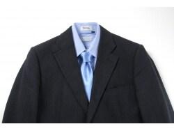 春らしいVゾーンのシャツとタイの組み合わせのコツ