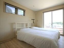 部屋の湿気対策リフォーム、壁紙の上から手軽に塗り壁
