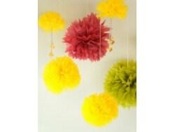 重陽の節句を祝う、菊のペーパーポンポン