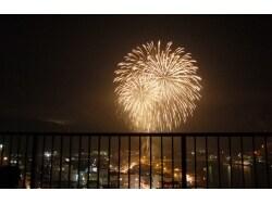 火の粉で銀世界に!九州で指折りの「川内川花火大会」