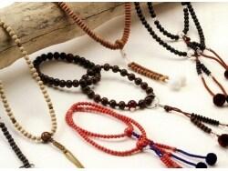 お守りにもなる数珠を老舗の「小野数珠店」で求める