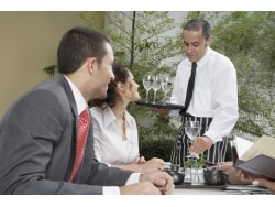 チップを渡す際のスマートな英会話 レストラン編