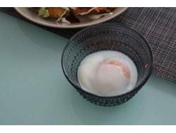 スープポットの中で温泉卵の出来上がり