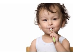 子供にも!フッ素入り歯磨き粉の虫歯予防効果と安全性
