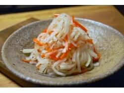 韓国の定番野菜料理!大根のナムル