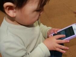 スマホ育児の是非は? 子供向けアプリとの付き合い方
