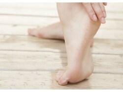 今年こそは治す!足カビ(=水虫の原因菌)の治療法
