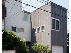 中庭とテラスが繋ぐ二世帯住宅[Duo Box]