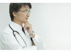 腹痛の原因を症状、食事、病歴から予測する