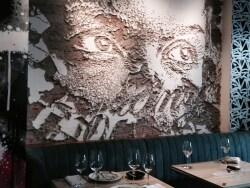 歴史地区のアートなフレンチレストラン「ビボ」/香港