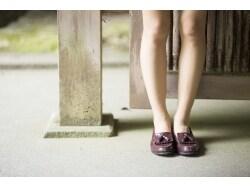 もんでも治らない肩こり、両脚の長さの違いが原因?