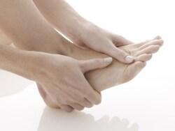 足がしびれる原因を探る3つのポイント