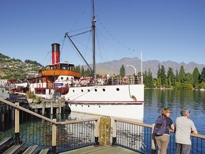 クイーンズタウンの湖を蒸気船で...