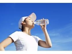 熱中症時に気をつけたい「水中毒」ってどんな病気?