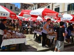 クロアチアでお土産を買うなら、青空市場がおすすめ