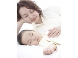 赤ちゃんの夜泣きを減らす10のコツ