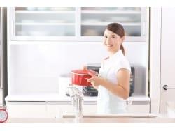 料理がテキパキ進む!「キッチン家電」配置のコツ